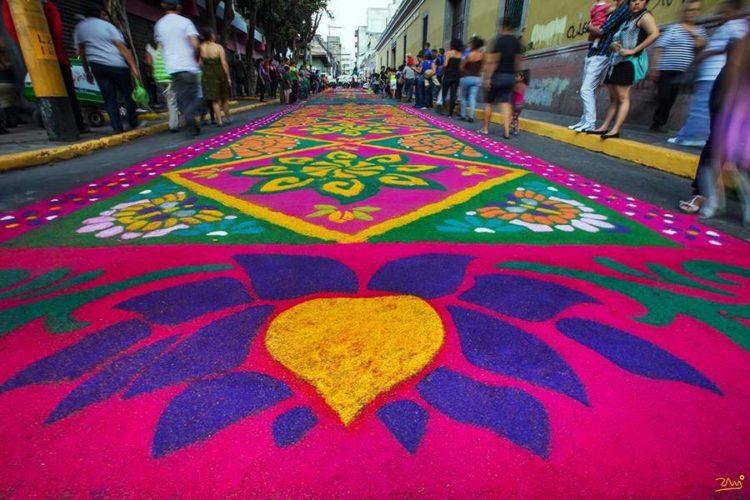 Cu l es el origen de las alfombras de semana santa en for Origen de alfombra